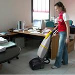 машинно почистване на твърди подови настилки